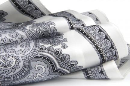 Foulard femme en soie imprimée motif cachemire