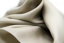 Etole en soie beige grise