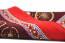 Foulard carré en soie rouge