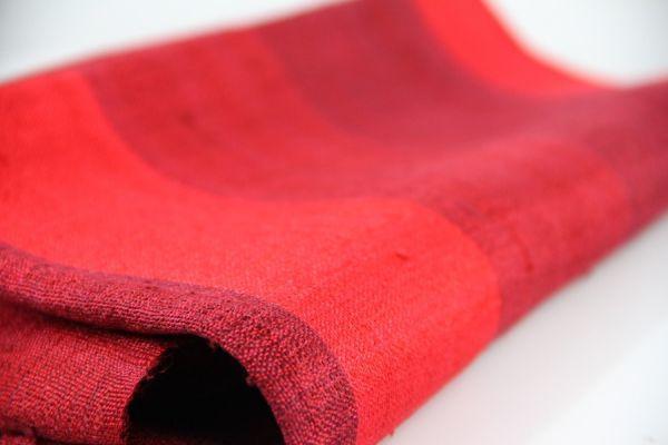Les plus beaux foulard femme et homme rouge en soie naturelle sauvage.