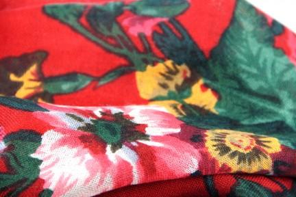 Châle en laine russe rouge