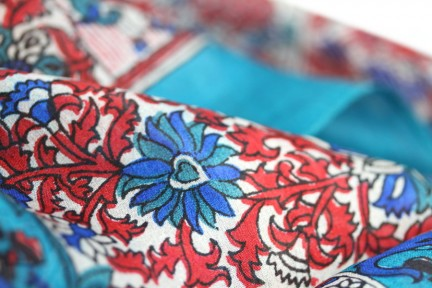 Foulard carré soie bleu