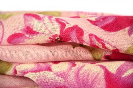 Châle rose pâle, poudré et fushia mariage