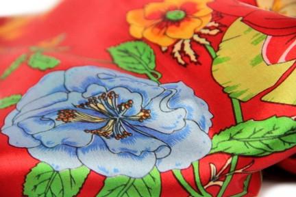 Grand foulard en soie à fleurs vintage
