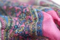 Foulard carré soie rose
