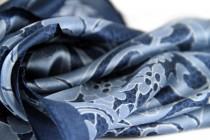Carré en soie rose fushia