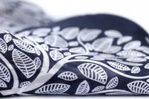 Foulard en soie bleu nuit marine