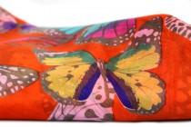 Foulard en soie motifs papillion