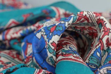 Foulard carré blanc et bleu