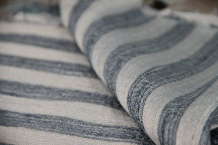 Écharpe en soie bleu gris