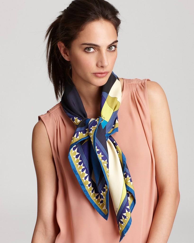 d67100f9c69 comment nouer foulard carre