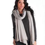 Comment porter un jeans slim ou taille haut en hiver avec un foulard ?