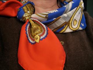 Nœud de foulard d'hotesse