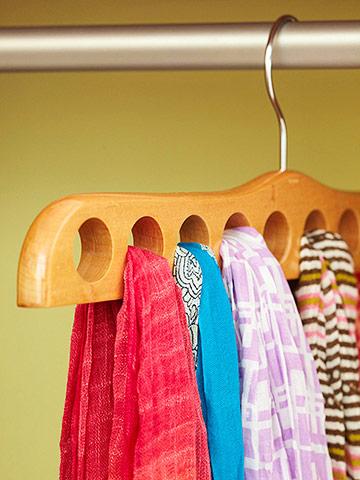 comment bien ranger ses foulards et charpes. Black Bedroom Furniture Sets. Home Design Ideas