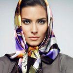 Comment choisir un foulard de couleur uni ou à motifs ?