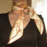 Comment mettre un anneau de foulard, une attache pour boucle ?