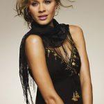 Quelle couleur d'étole, foulard pour une robe noire de soirée ?