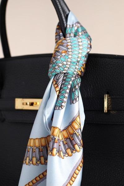 Comment nouer accrocher foulard anse sac à main ?