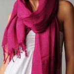 Foulard et écharpe rose, comment porter, marier, associer le rose ?