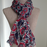 Différence entre chèche, voile, étole et foulard