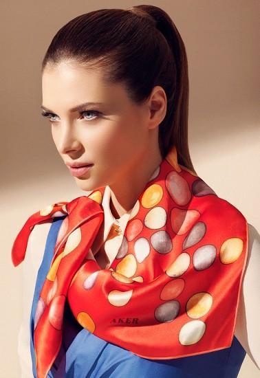 porter foulard carre