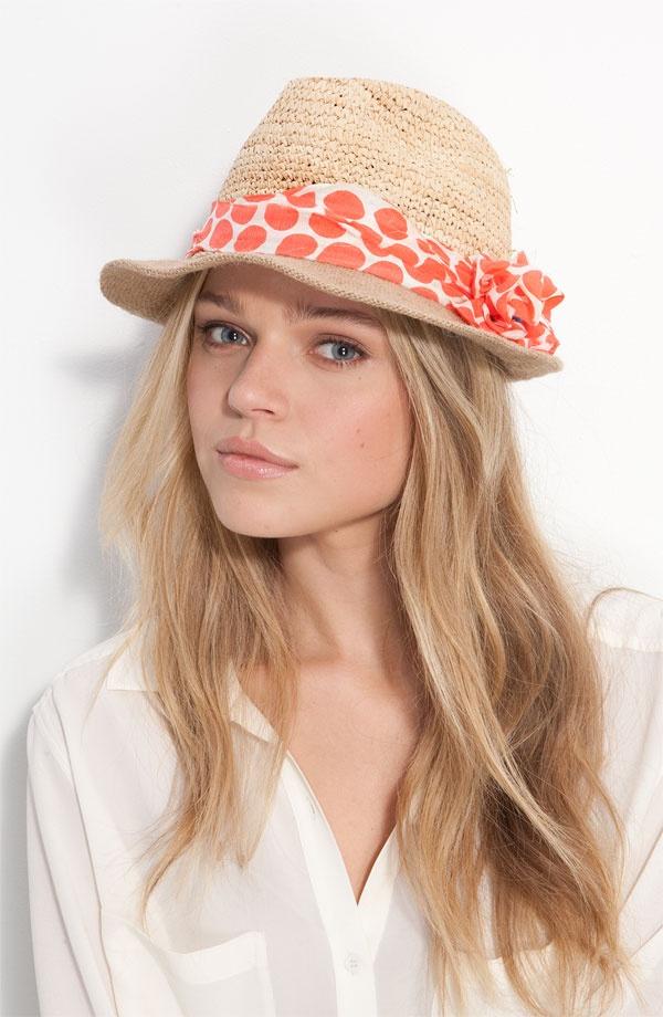porter foulard autour chapeau