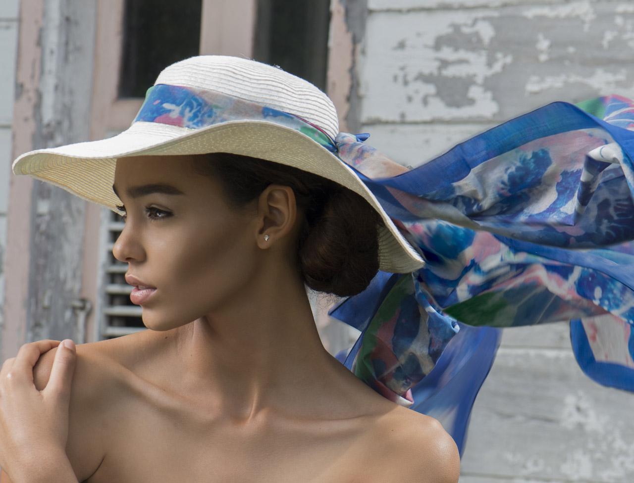 porter foulard sur un chapeau