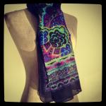 Comment porter, mettre et nouer une maxi écharpe large et longue ?