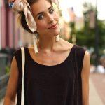 Coiffure foulard en noeud papillon sur la tête