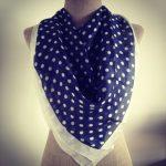 Comment porter les pois en imprimé ? accessoiriser un foulard à pois
