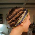 Comment attacher son foulard en soie ou satin sur la tête pour nuit?