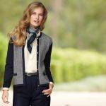 Comment porter un foulard avec une robe ou un tailleur ?