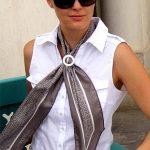 Comment attacher un foulard extra long et très fin ?