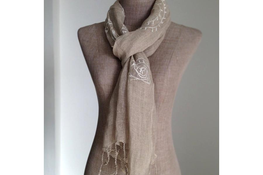 Laver un foulard en lin