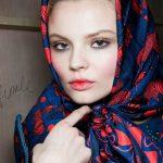 Coiffure facile avec châle ou Hijab moderne pour mariage ou soirée