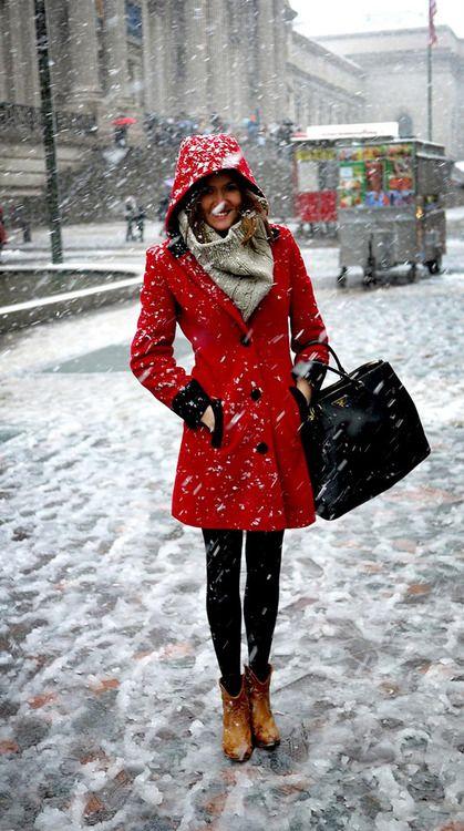 quel foulard avec un manteau rouge