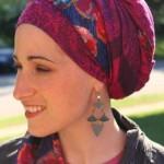 Attacher son foulard spécial pour la chimio sur la tête