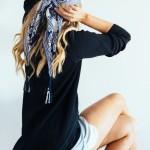 Comment faire tenir un foulard en soie dans les cheveux, sur la tête ?