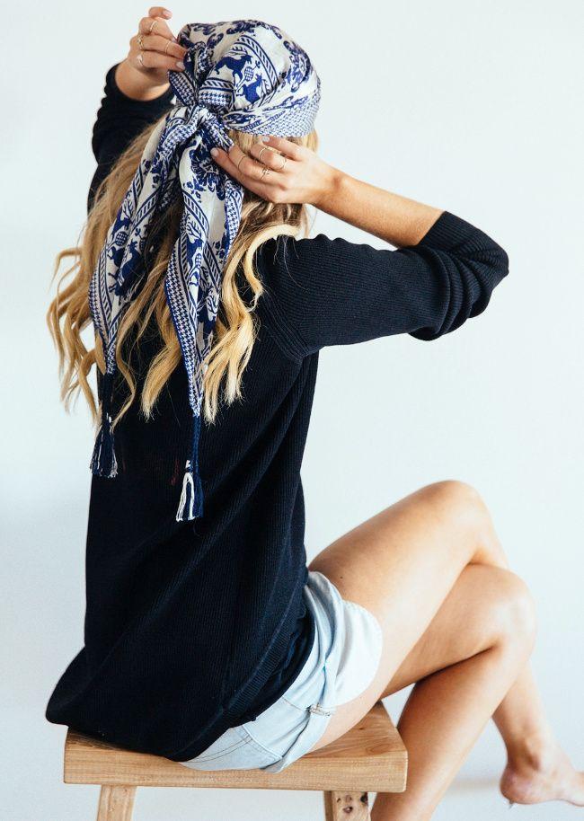 Comment faire tenir un foulard en soie dans les cheveux, sur la tête   7139b38bfa7