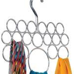 Utiliser un cintre porte foulards et écharpes