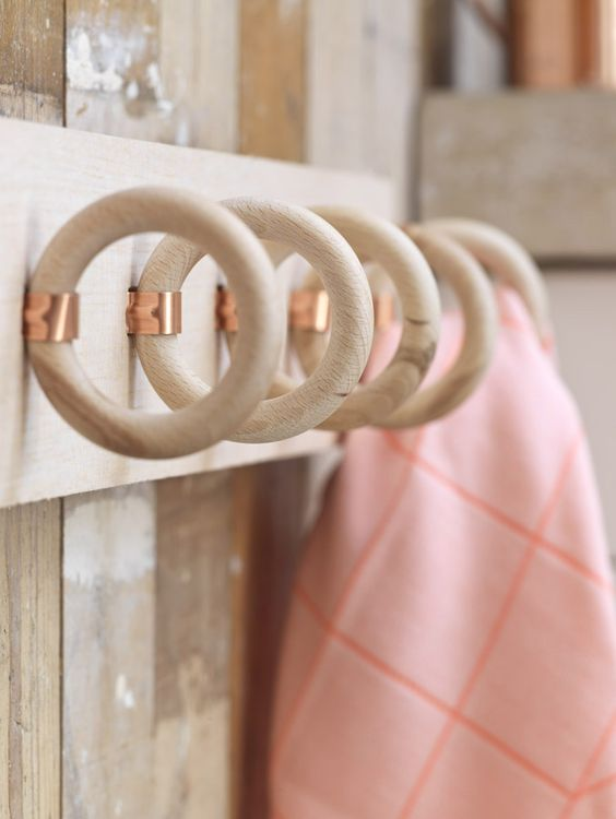 Idees pour accrocher des foulards et echarpes