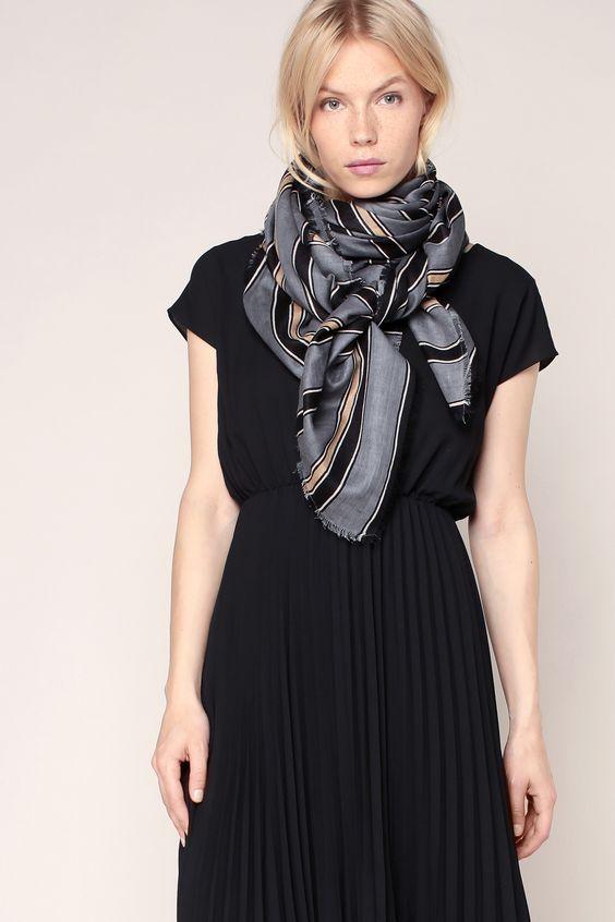 comment porter un foulard carre