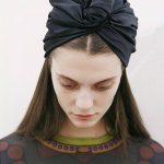 Comment se couvrir la tête avec un foulard ?