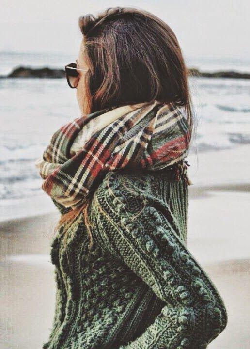 Considérée comme un accessoire de luxe, elle est aujourd hui commercialisée  sous le nom de pashmina ou d écharpe en soie. En savoir plus sur nouer un  ... 4b3accea8d2