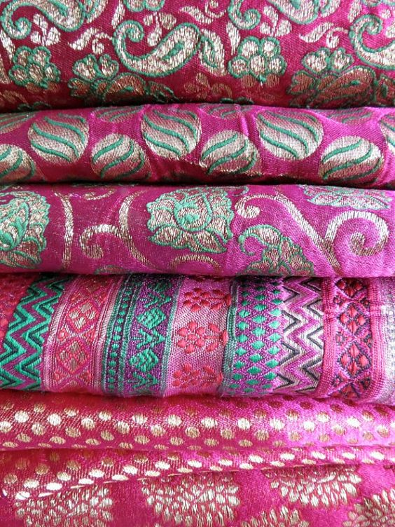 e8038d2dbc La méthode de tissage de la soie vient de la Chine et la production de  cette fibre textile date de plus de 2500 ans avant Jc. L'Asie est le  continent ...
