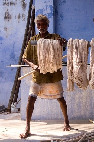Artisan de coton d'Inde